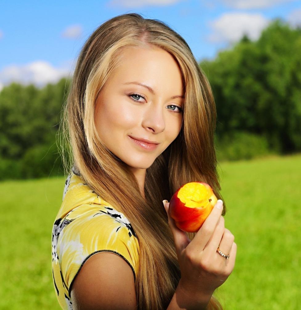 персик у девушек фото